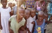 Waisenkinder in Kisenso bei unserer Verteilung dort im November 2004.