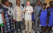 Footballs and jerseys for the pupils - with Mama Annie & Nioki's mayor, Mr. Mario