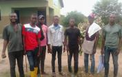 Učitelé během pandemie vyrazili pomáhat na školní pozemky