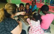 Madlen kümmert sich aufopferungsvoll & gern um etwa 100 junge Waisenkinder