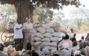 16. 2001: East Zambia - corn distribution after the floods